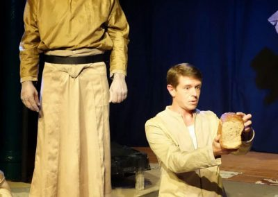 Grands-Artistes-volent-Theatraverse-theatre-bilingue-courbevoie